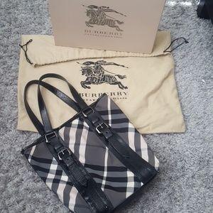 Burberry shoulder bag good condition!! 100% Authen